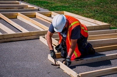 A picture of a Habitat for Humanity volunteer working in Winnebago partnership