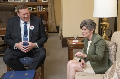 A picture of Winnebago's Chad Reece meeting with Iowa Senator Joni Ernst during RVIA Advocacy Week in 2018