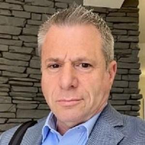 A headshot of Dealership Toolkit VP of Sales Matt Kiselstein