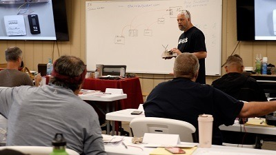A picture of NRVTA trainer Brian Snodderly leading an HVAC class