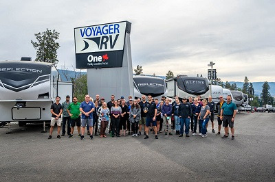 A picture of the Voyager RV Centre team with the RVDA of BC dealer of the year award.